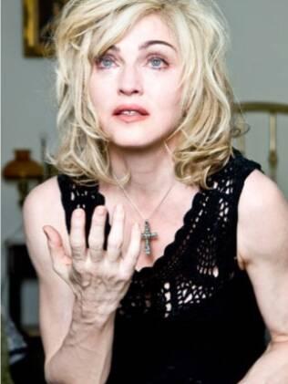 Mãos de Madonna captadas ao natural em campanha da Dolce & Gabbana