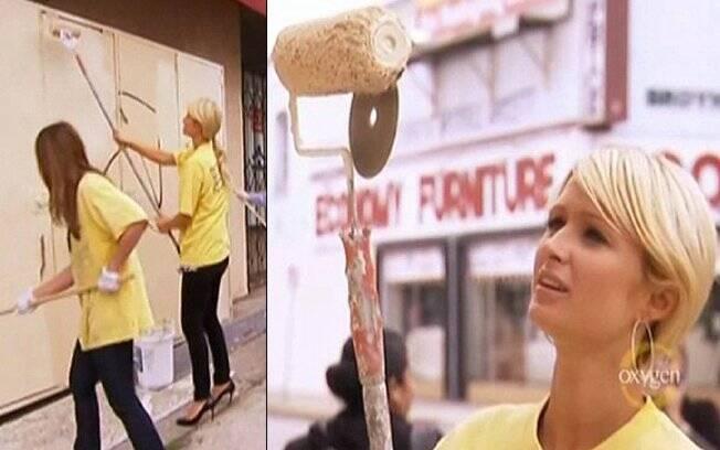 No programa, Paris Hilton também aparece cumprindo pena com trabalho voluntário