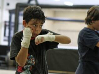 Matheus, 9 anos, pratica muay thai