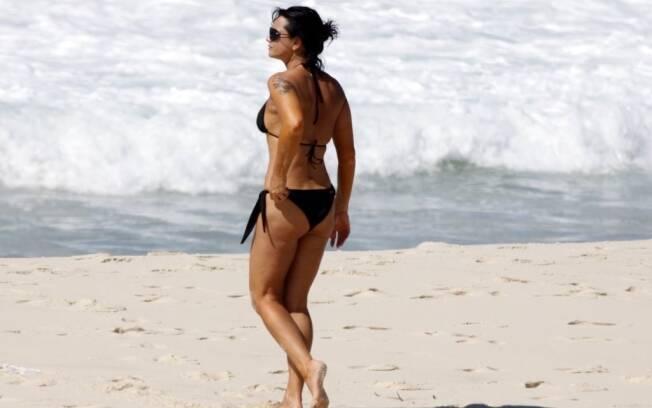 Luiza aproveita manhã ensolarada para dar um mergulho