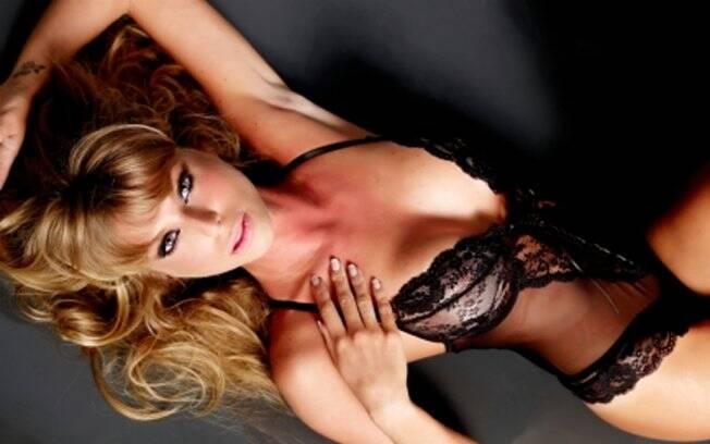 Caroline Bittencourt sensual em ensaio para o iG Gente