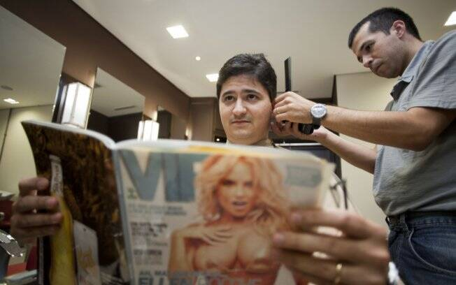 Incentivado pela mulher, Roberto cuida do visual no Studio Lorena. Em casa, o cabelo é tratado com uma linha para homens composta por xampu, condicionador e finalizador