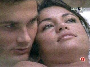 Wesley e Maria: abraçadinhos na hidromassagem