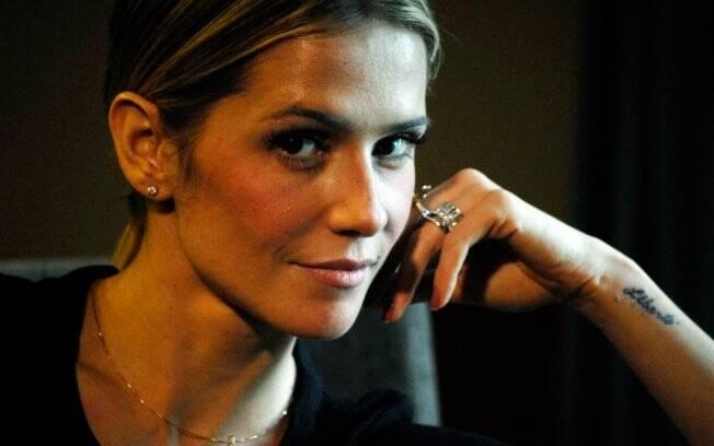 Deborah Secco vive a ex-prostituta Raquel Pacheco no cinema