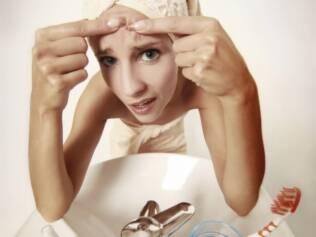 Os cinco problemas de saúde associados à acne nas mulheres adultas
