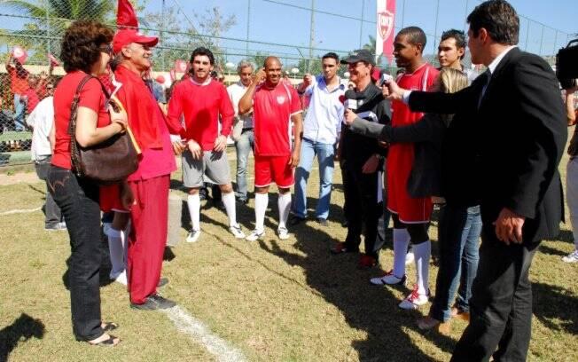 Presença de personalidades do esporte agita jogo dos Cariocas