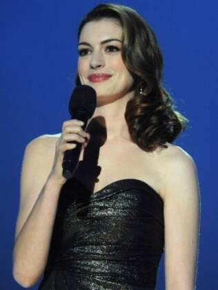 Anne Hathaway deve se reencontrar com Julie Andrews em Glee