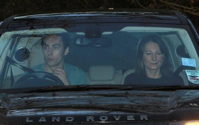 O irmão James e a mãe Carole foram alguns dos presentes na discreta festa de Kate Middleton