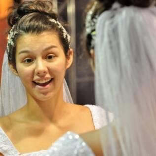 Catarina se surpreende ao se ver de noiva