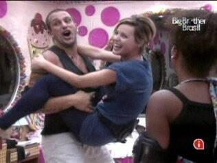 Diogo pega Diana no colo