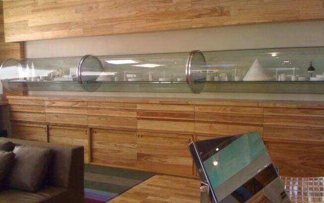 A loja Patricia Centurion foi desenvolvida para ser um local onde os clientes interagissem com as joias, com atendimento personalizado e independente