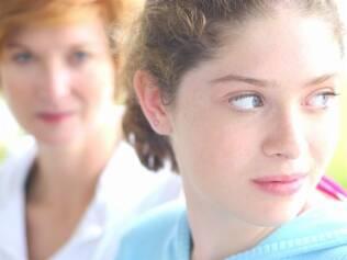 Sem a presença do pai, meninas entram na puberdade precocemente: risco de câncer aumenta mais tarde