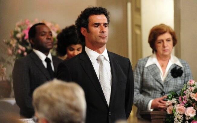 Pai de Tonica (Klara Castanho) desiste do casamento e vai atrás de seu grande amor, Júlia