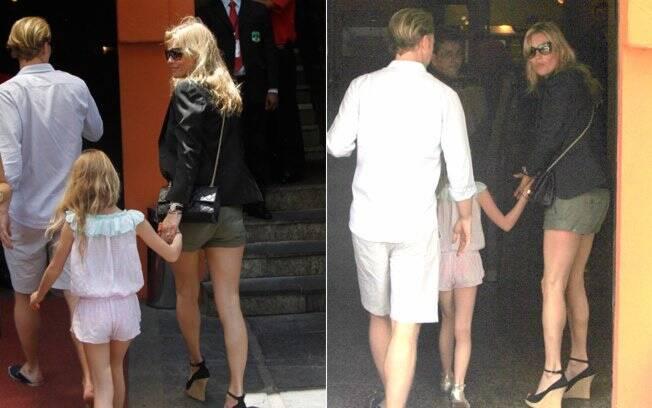 Kate Moss, a filha Lila e um amigo chegam à churrascaria Porcão