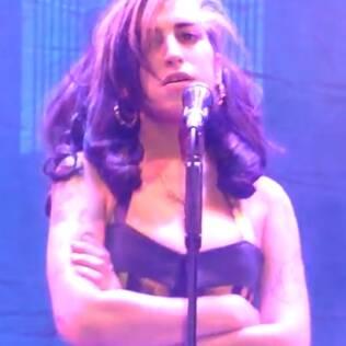 Amy Winehouse no show problemático em Belgrado: vaias