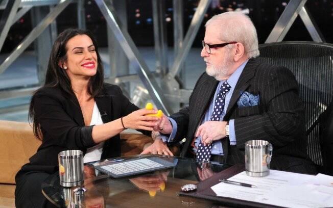 Cleo Pires interage com Jô Soares durante gravação de programa