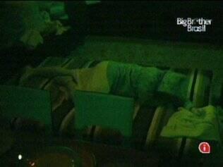 Paulinha finalmente cai no sono