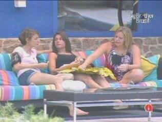 Paulinha não entra na brincadeira de Diana, mas promete dar imunidade para ela