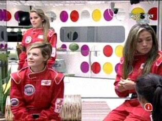 Adriana, Diana e Natália aguardam para participar da Prova do Anjo