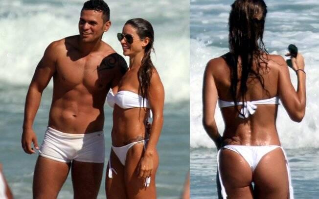 Dany Bananinha: destaque da Viradouro na praia da Barra