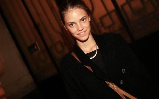 Laura Neiva na festa de 20 anos da revista