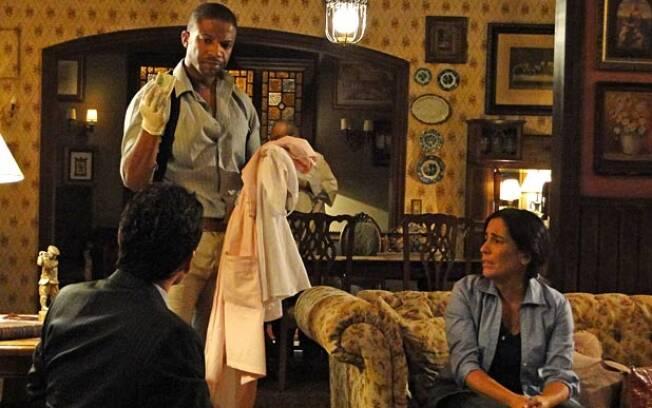 Inspetor encontra parte do dinheiro roubado nos pertences de Norma