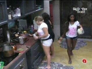 Sisters preparam o almoço do Lado B