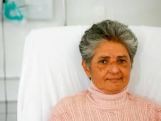 Maria José tem problema nos rins há 20 anos, já fez transplante e agora está por outro órgão. Enquanto não aparece, ela deixa a casa em Sto André para fazer diálise em SP