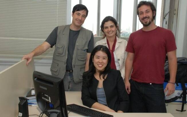 Beatriz, coordenadora do grupo Episus no centro, junto com três dos quatro agentes que formam o