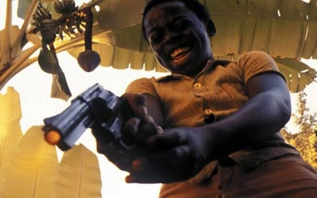 Douglas Silva como Dadinho, o terrível moleque de