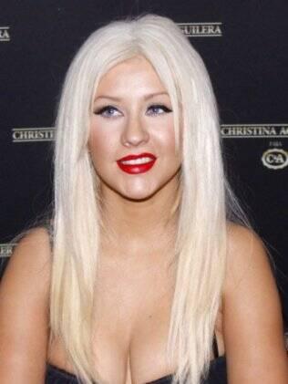 Christina Aguilera surge com o rosto inchado