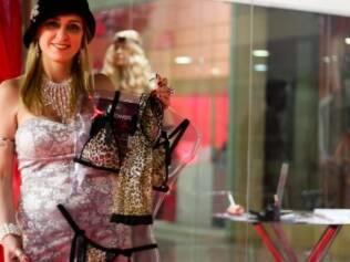 Eliana Bertipaglia é sócia da Hot Flowers e junto com o marido fabrica mais de 800 tipos de produtos eróticos