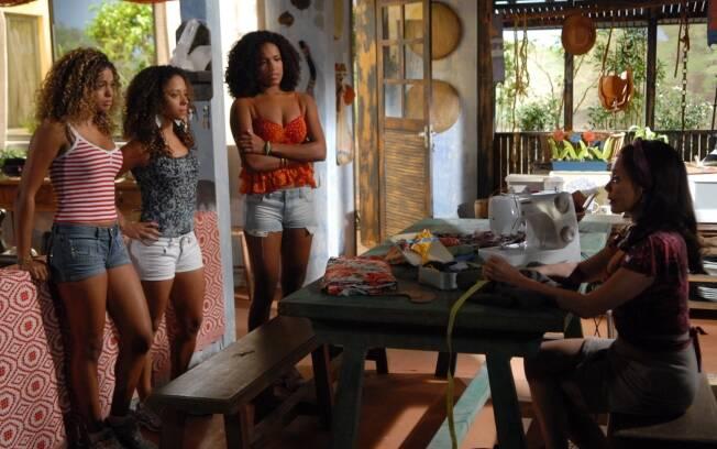 Pérola (Tânia Alves) conta a verdade sobre o pai de Safira (Cinara Leal)