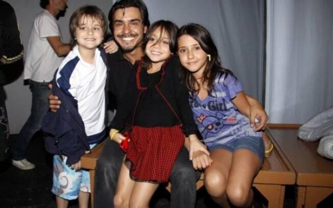 André Gonçalves e os filhos Pedro Arthur, Valentina e Manuela
