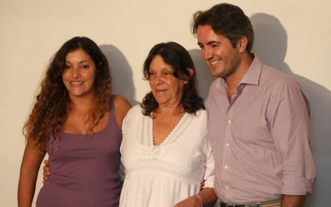 Eunice entre a filha, Talita, e o genro, Guido: papel de avó está bem definido