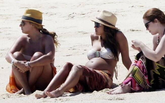 Jessica Alba comemorou o aniversário na praia com as amigas