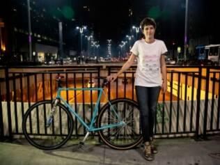 """Bike fixa não tem """"banguela"""": conforme o pedal gira, a roda traseira acompanha o movimento"""