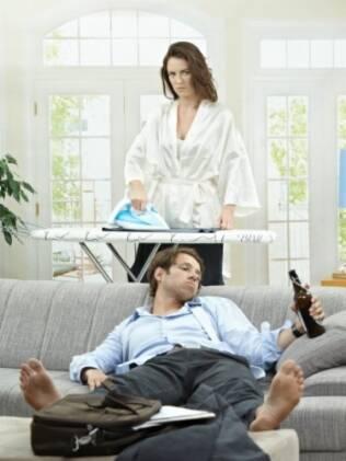 Um dos desafios femininos é fazer com que homens passem mais horas ajudando no trabalho doméstico