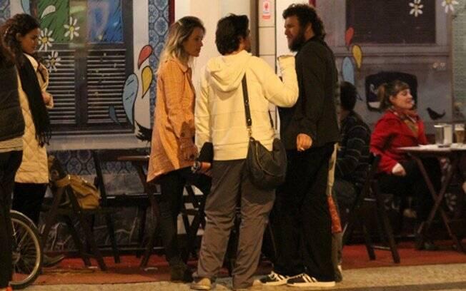 Bruno Mazzeo e Juliana Didone encontram Otto em bar na Gávea