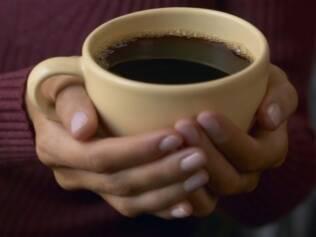Pesquisa mostra que 4 xícaras de café por dia diminui risco de diabetes em mulher
