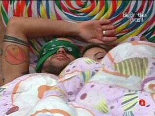 Diogo pede um cantinho na cama de Michelly