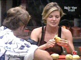 Diana cozinha com a companhia de Wesley
