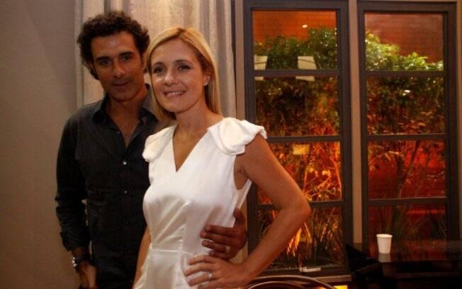 Adriana Esteves posa ao lado de Marcos Pasquim na coletiva