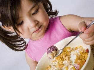 Problemas de comportamento podem ter origem no que está no prato do seu filho - ou no que está faltando na dieta infantil