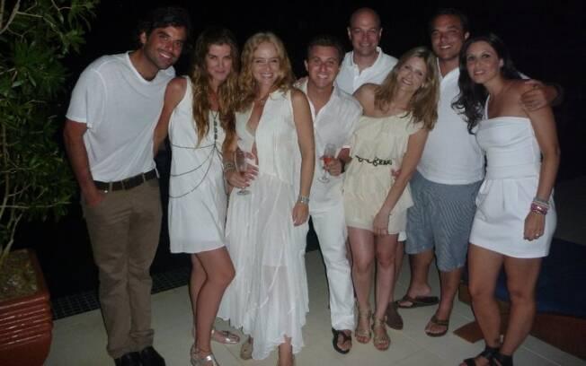 Luciano Huck e Angélica recebem amigos em Angra dos Reis