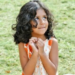Julia Lessa, de 5 anos, quis saber porque era a única morena entre os amigos da escolinha
