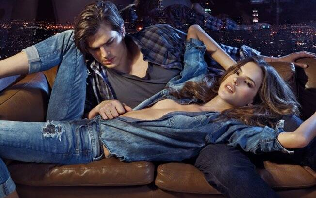 Ashton Kutcher e Alessandra Ambrosio posam para a Colcci