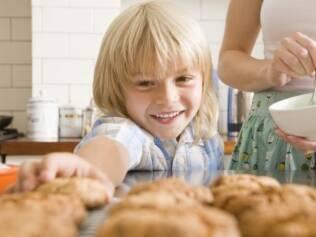 Assar um bolo ou passear pelo bairro: momentos de convivência que custam pouco