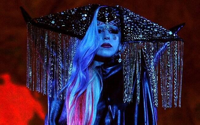 Lady Gaga durante apresentação no American Idol