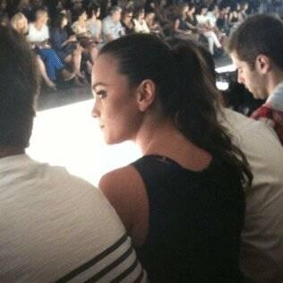 Alice Braga na primeira fila da Cori